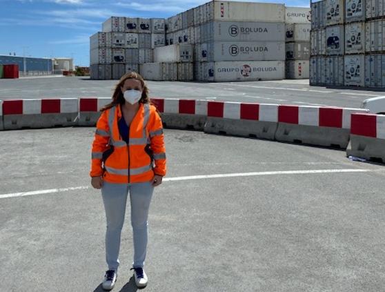 Amelia Perucho, en las instalaciones del Puerto de Alicante.