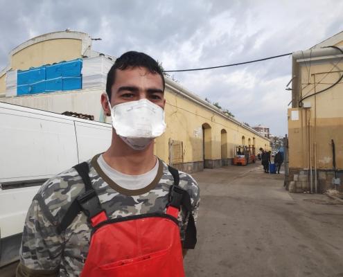 Iván García Lázaro, embarcado en el «Victoria y Pedro» es uno de los pocos pescadores que se ha arriesgado y no ha presentado ERTE.