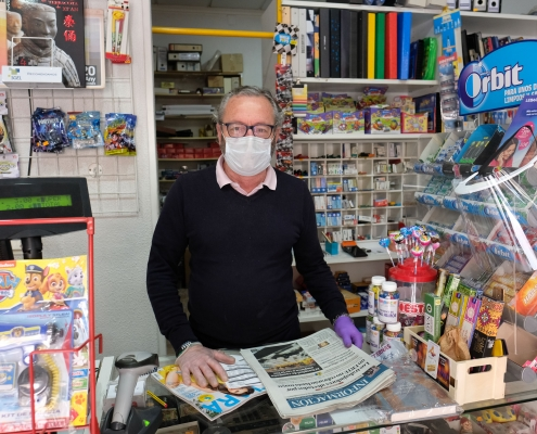 José Gil, en su quiosco ubicado en la calle Navarra de Elda.